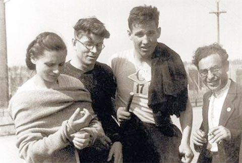 Третий слева: Борис Ельцин