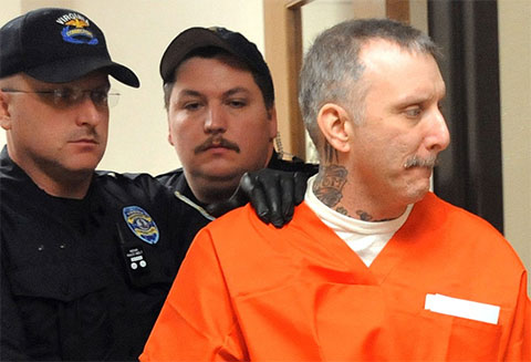 Роберт Глисон идет на казнь