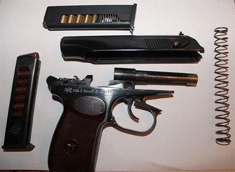 Травматический пистолет ПМ-Т в разобранном виде
