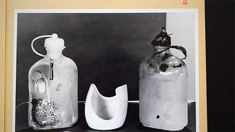Фото двух бутылок, найденных на месте преступления
