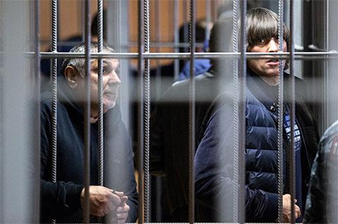 Захарий Калашов (Шакро Молодой) и Андрей Кочуйков (Итальянец) на суде