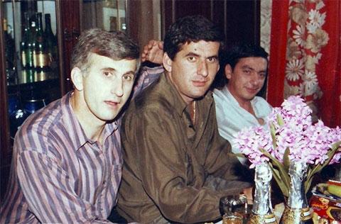 Слева - вор в законе Владимир Гагулия (Эмиль Хобский), справа - вор в законе Эдишер Стуруа (Эдишер Кутаисский)