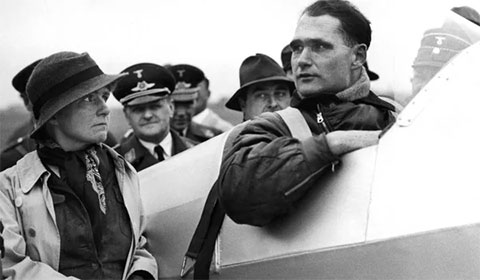 Рудольф Гесс в кабине самолета