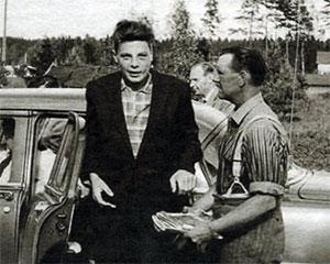 Слева: Нильс Вильгельм