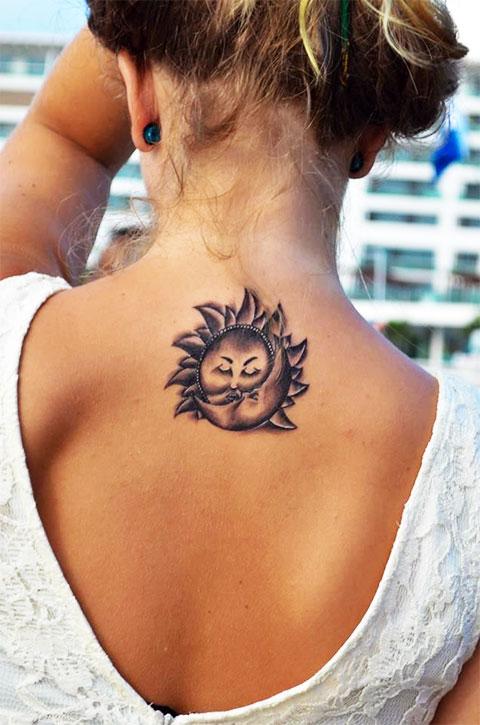 Тату солнце и луна под шеей у девушки - фото