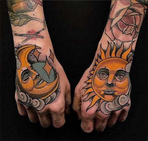 Парная цветная мужская тату солнце и луна - фото