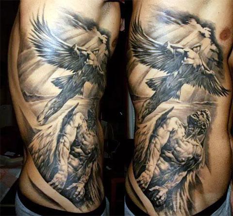 Мужская татуировка ангелов на боку
