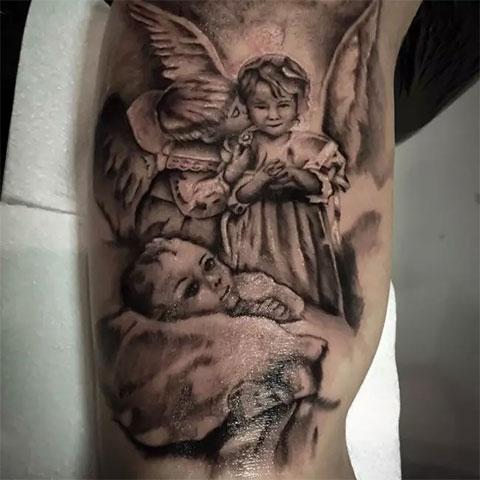 Татуировка с ангелами на руке