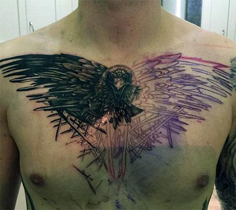 Эскиз с татуировкой ворона на груди