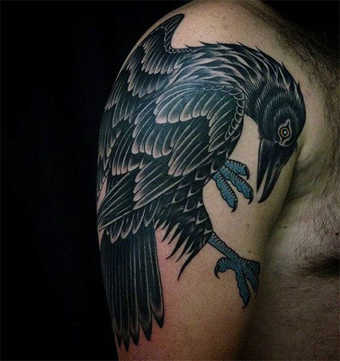 Тату ворон на руке