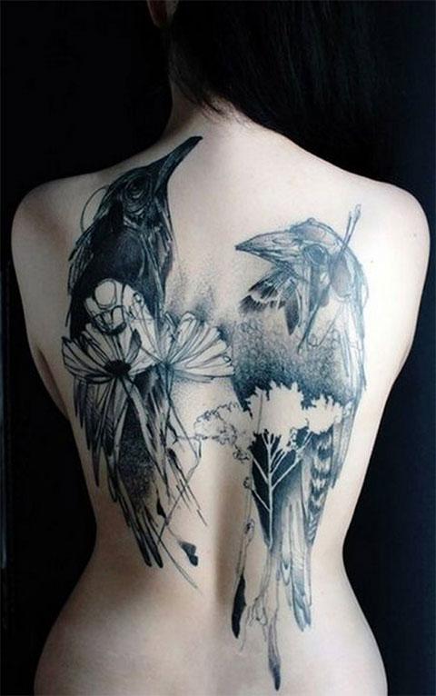 Женская татуировка с воронами во всю спину