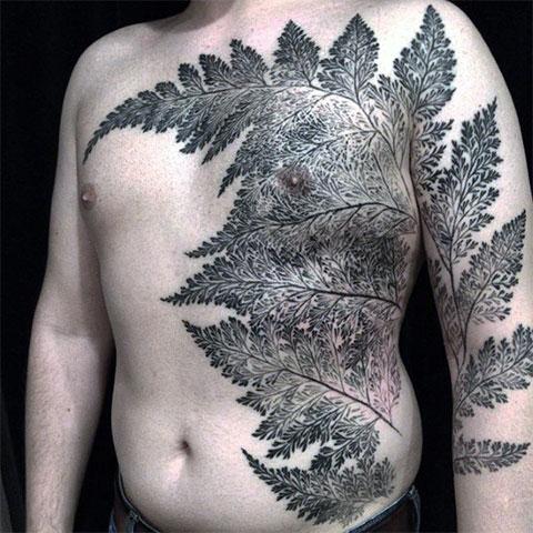 Большая татуировка папоротника