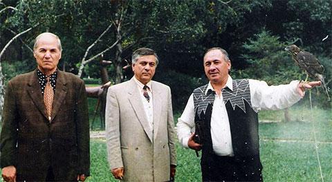 Слева воры в законе: Юрий Берулава, Валерий Хашба и Михаил Никурадзе (Луа)
