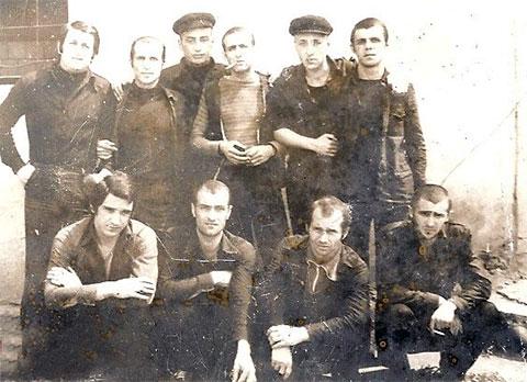 Внизу слева воры в законе: Авто Глонти, Бесик Кориаули, Гурам Баланов (Агура), Гайоз Квития
