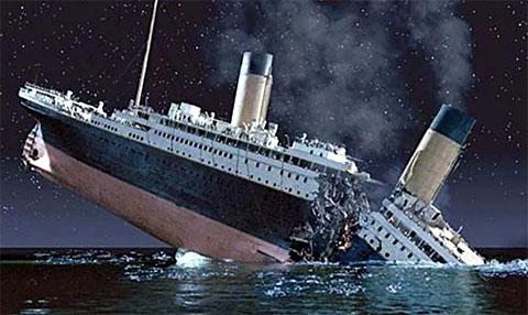 Титаник развалился пополам