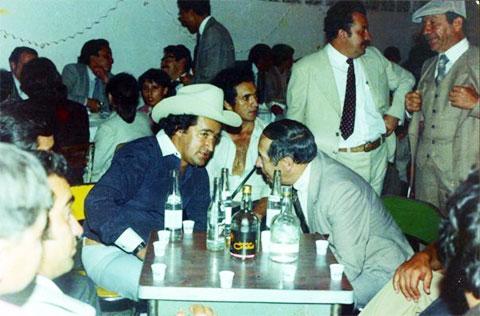 В шляпе: Хосе Гача с Альберто Урибе