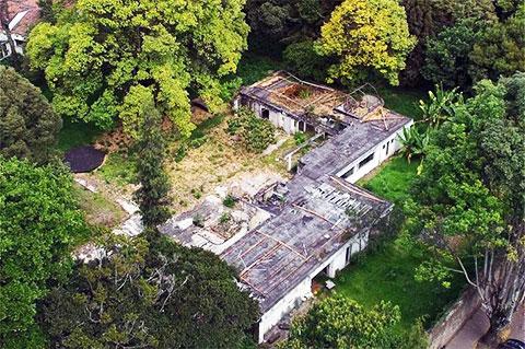 Остатки от особняка Хосе Гача, заброшенного в 1989 году
