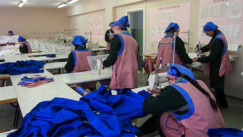 Швейный цех в Томской колонии для несовершеннолетних девочек