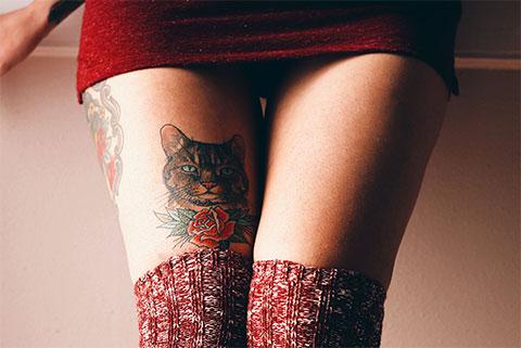 Тату кошка на ноге для девушек