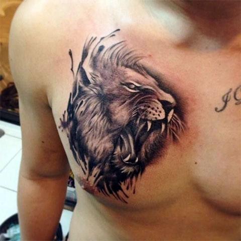 Тату с агрессивным львом на груди