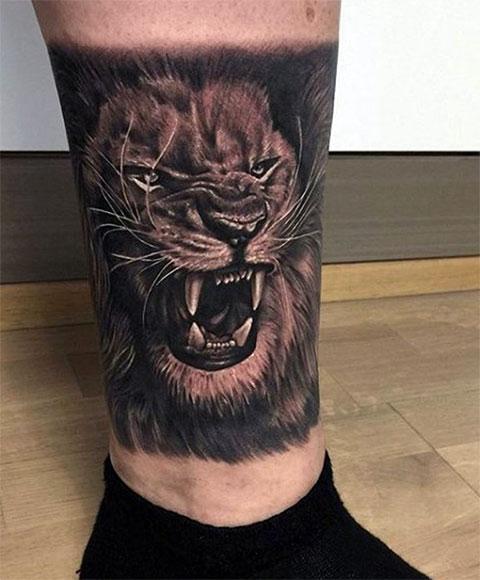 Лев на ноге - мужская татуировка