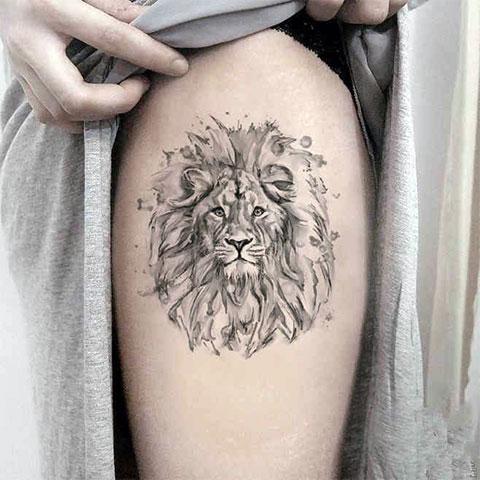 Татуировка льва на ноге