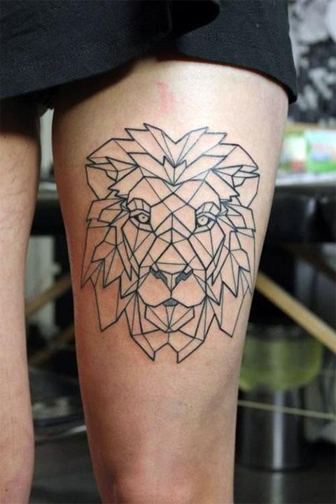 Женская татуировка льва на ноге