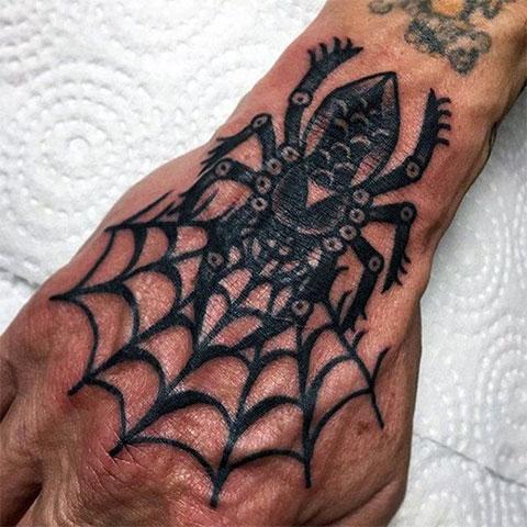 Тату паук с паутиной на руке