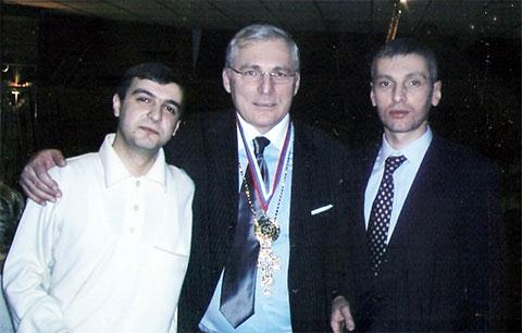 Слева воры в законе: Шалва Хучуа (Роко Самтредский), Темури Габуния (Тимур Ванский) и Бадри Когуашвили (Бадри Кутаисский)