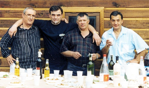 Слева воры в законе: Резо Гвишиани (Резо), Владимир Кохреидзе (Бутхуз), Юрий Тишенков (Ганс) и Элгуджа Дигмелашвили (Гуджа)