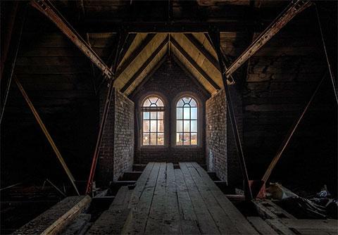 Тюремный готический чердак