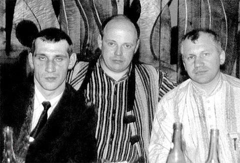 Слева: вор в законе Виктор Киселев (Кисель), справа: криминальный авторитет Сергей Меркумьянцев (Сосед)