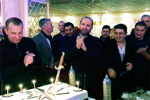 В центре: вор в законе Рафета Амиров и Намик Салифов